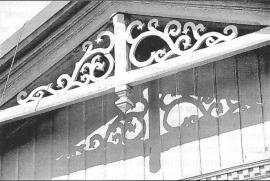Резьба на здании железнодорожного вокзала ст. Култук. Фото И. Бержинского