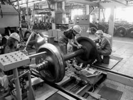 В вагоноремонтном депо отлаженная работа, строгая дисциплина и приличные заработки.