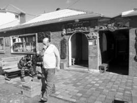 """""""Лучшая гостиница Сибири"""" - так называют мотель """"У Петра"""" на Московском тракте дальнобойщики и путешественники."""