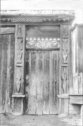 Ворота усадьбы 1930-х гг.Фото Л. Басиной. 1991 г.