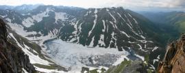 Вид на озеро Горное с левого гребня Чатыг-Хемского ледника. Автор: Александр Казиначиков. Источник: nature.baikal.ru