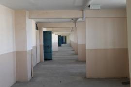 К девяностым катакомбы «дома-корабля», его огромные коридоры, которые так и не превратились в рекреации, стали зоной опасности. Фото С. Михеевой