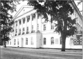 Главный фасад Белого лома. Фото. 1990-х гг.