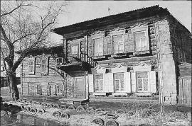 Дом по ул. Борцов Революции, 11