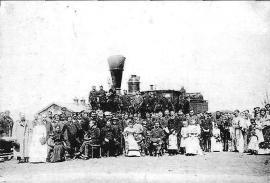 На станции Иннокентьевская. Около паровоза. Фото 1990-х гг. (?)