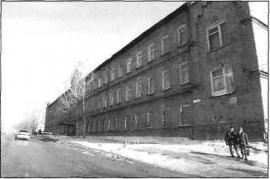 Здание бывших казарм Енисейского батальона. Фото. 2004 г.