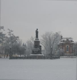 Улица К. Маркса начинается от памятника императору Александру III на берегу Ангары