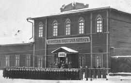Здание Иркутского кадетского корпуса на Шелашниковской улице, где ранее размещался Девичий институт Восточной Сибири до постройки нового здания на набережной Ангары