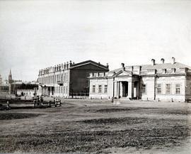 Старое здание библиотеки на углу Тихвинской и Трапезниковской