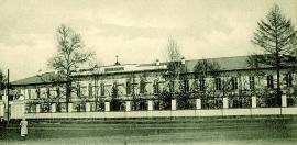 На фоне деревянных построек Иркутска духовная семинария выглядела величественно. По оценкам специалистов, устроено оно было очень рационально и создавало хорошие условия для учебы и жизни семинаристов