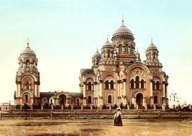 Вид на собор с Тихвинской площади. Фото начала ХХ в.