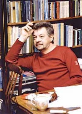 Поэт и критик Анатолий Иванович Кобенков родился 9 марта 1948 года в Хабаровске. Жил в Биробиджане, Ангарске, Иркутске, с 2005 года в Москве