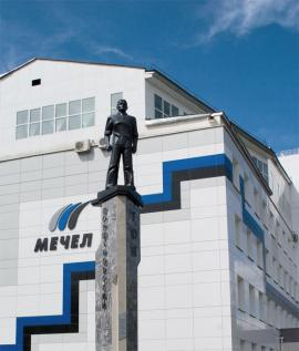 Памятник защитникам комбината, в 2003 отстоявшим самостоятельность предприятия