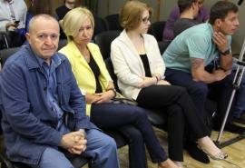 На фото из зала суда — подсудимые (слева направо) Семен Круть, Юлия Журавлева, Рита Низамова, Николай Щербаков.