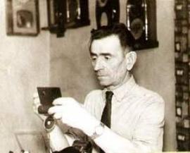 Создатель уникального музея часов