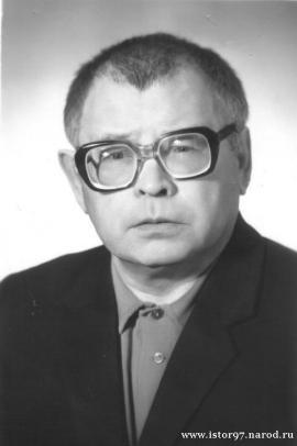 Заслуженный деятель науки РФ (1985). Действительный член Академии гуманитарных наук (1997). Награжден 7 медалями