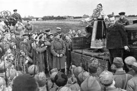 Лидия Русланова на фронтовом концерте. Южный фронт. 1941 год