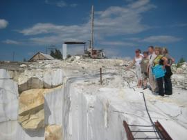Мраморный карьер  в Бугульдейке популярен среди туристов