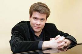 Народный артист Российской Федерации (2011), лауреат Государственной премии Российской Федерации в области литературы и искусства 2009, почетный гражданин Иркутска