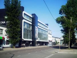 Один из торговых центров на улице Октябрьской революции