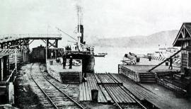 """Погрузка вагонов на ледокол """"Байкал"""" и посадка пассажиров на ледокол """"Ангара"""", вид сзади, станция Байкал."""