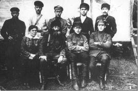 Н.А. Каландаришвили (в центре) со своим штабом