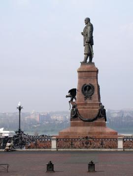 Восстановленный памятник Александру III
