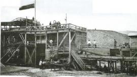 ...хотя были там и золотопромывальные машины (Фото начала века)