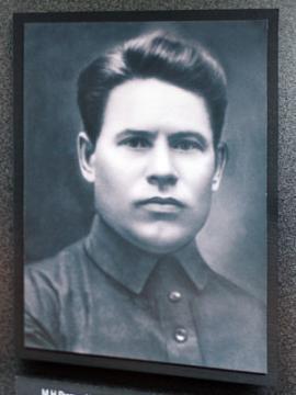 Советский партийный деятель, большевик с 1914. Составил программные документы союза «Сталин и кризис пролетарской диктатуры» и обращение «Ко всем членам ВКП(б)»