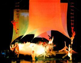 Сцена из спектакля «Юнона» и «Авось» в ИМТ им. Загурского. Сцена на корабле