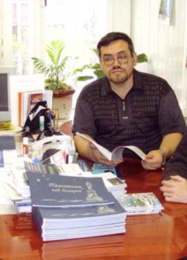 Евгений Шободоев за рабочим столом
