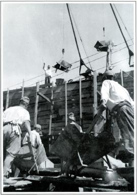 Сооружение японскими военнопленными моста