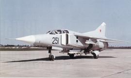 Учебно-боевой самолет МИГ-23УБ