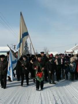 Шествие моряков по главной улице села Биликтуй 9 февраля