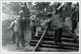 Японские военнопленные на строительстве железной дороги